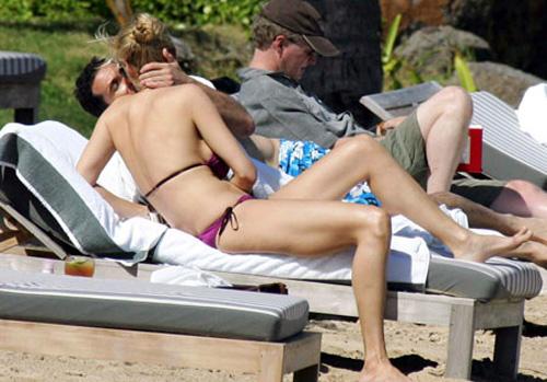 20080129 uma thurman slut2 Uma Thurman: una romantica vacanza al mare