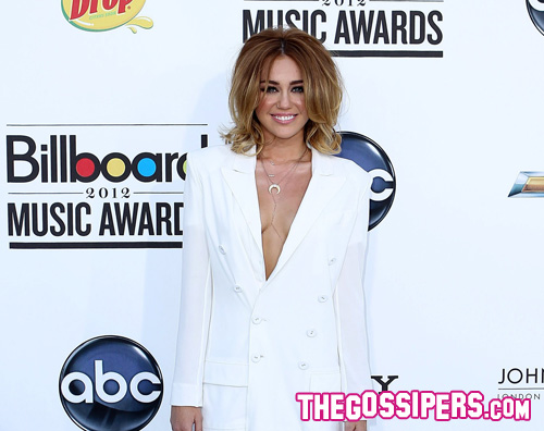 miley giacca Miley Cyrus è sexy per i Billboard Music Awards