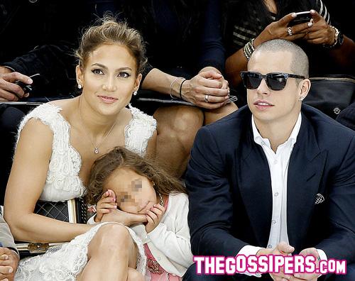 Jennifer Lopez porta l... Salma Hayek Instagram Account