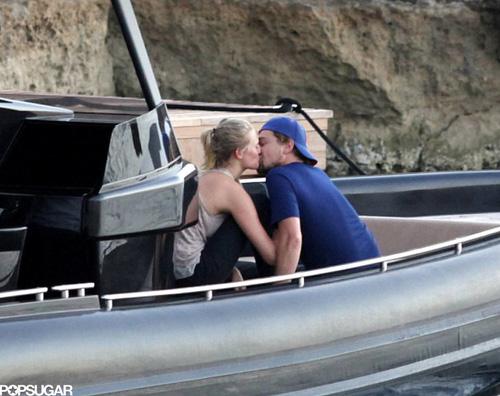 leo bacio Leonardo di Caprio innamorato ad Ibiza