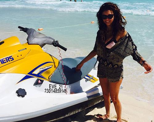 Nina2 Vacanza in Messico per Nina Dobrev