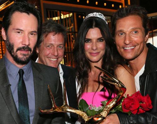 sandra1 Sandra Bullock incontra i suoi uomini ai Guys Choice Awards