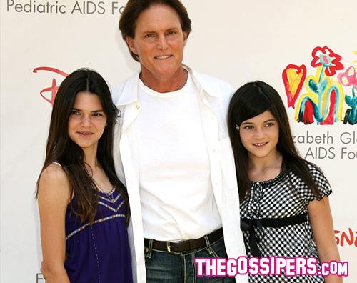 Kylie e Kendall Bruce Jenner Kylie e Kendall Jenner fanno gli auguri al loro papà