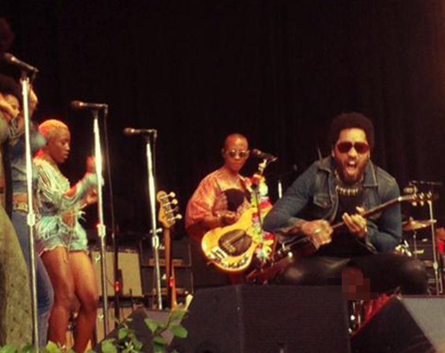Lenny Kravitz Lenny Kravitz, incidente a luci rosse sul palco di Stoccolma