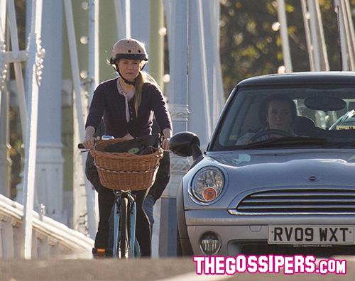 Renee Zellweger 2 Renee Zellweger in bicicletta a Londra