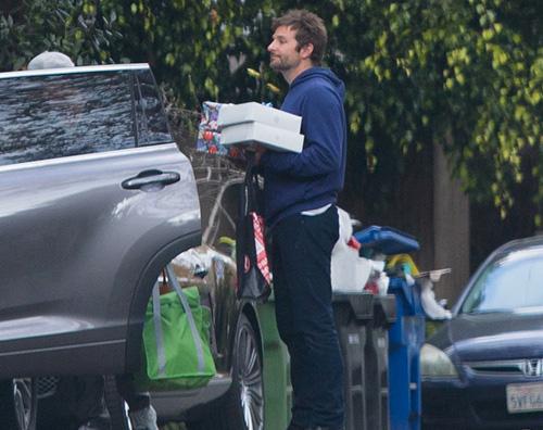 Bradley Cooper 2 Bradley Cooper è il Babbo Natale di Malibu