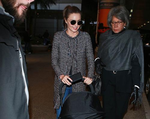 Miranda Kerr1 Miranda Kerr arriva al LAX con Flynn