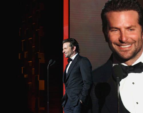 Bradley Cooper 2 Bradley Cooper elegantissimo nella notte di Los Angeles