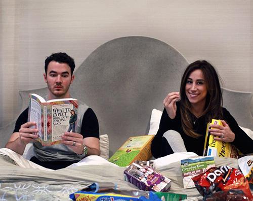 Kevin e Danielle Jonas Kevin e Danielle Jonas aspettano il secondo bebè