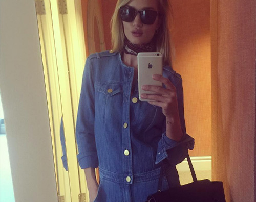Rosie Hintington whiteley Rosie Huntington Whiteley, un selfie per combattere il jat lag