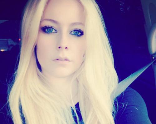 Avril Lavigne Car Selfie Dopo Il Parrucchiere Gossip
