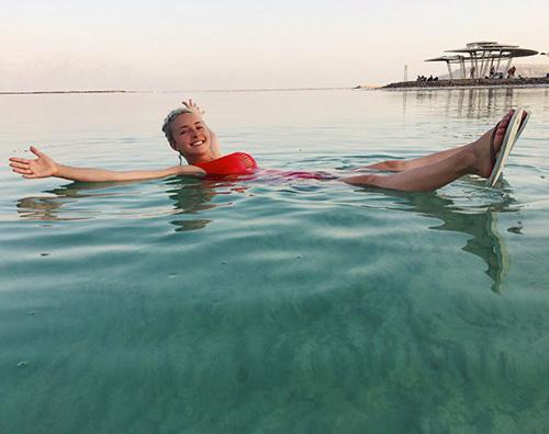 Hayden Panettiere Hayden Panettiere, relax nel Mar Morto