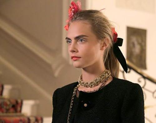 Cara Cara Delevingne e Lily Rose Depp sfilano per Chanel