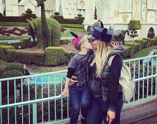 Hilary Duff Hilary Duff a Disneyland con Luca
