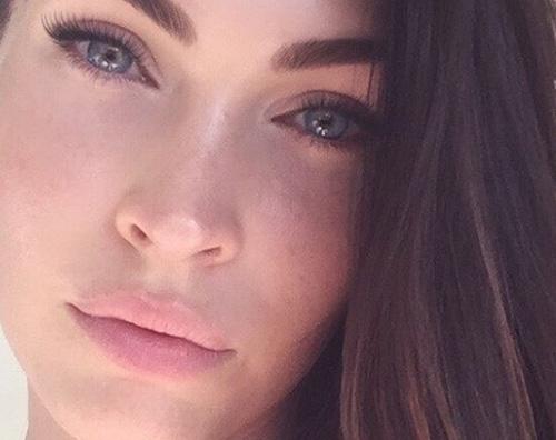 Megan Fox Megan Fox selfie al naturale