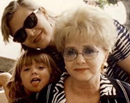Billie Lourd Billie Lourd rompe il silenzio dopo la more della mamma e della nonna
