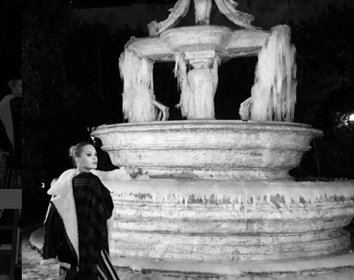 Rita Ora 1 Rita Ora a Roma, foto con la fontana ghiacchiata