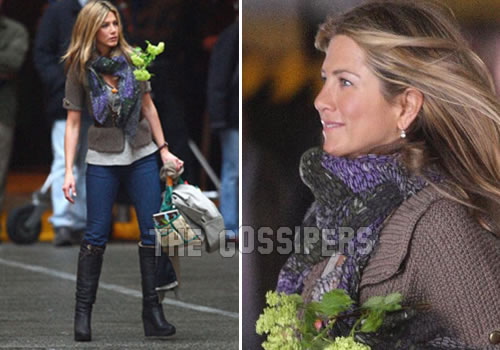 jenniferanistontrav Jennifer Aniston sul set di Traveling
