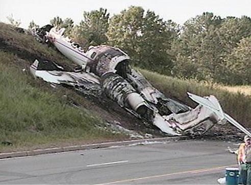 crash2 DJ AM e Travis Barker sopravvivono ad un incidente aereo