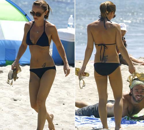 spiaggiachri Christina Ricci si diverte in spiaggia