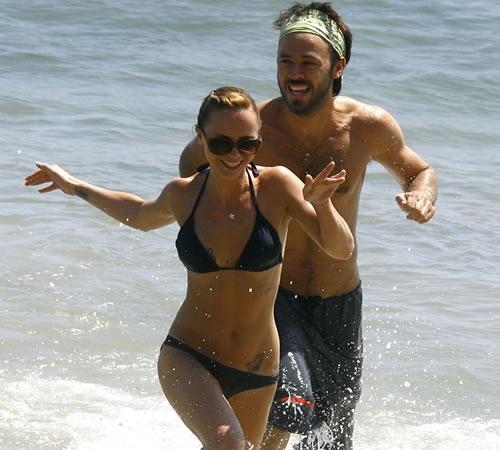 spiaggiachri2 Christina Ricci si diverte in spiaggia