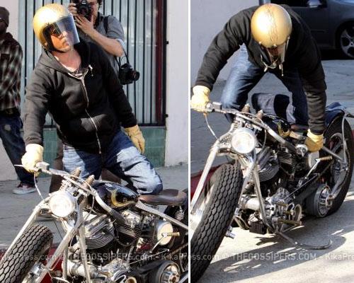 bradpittpanne Brad Pitt tradito dalla moto