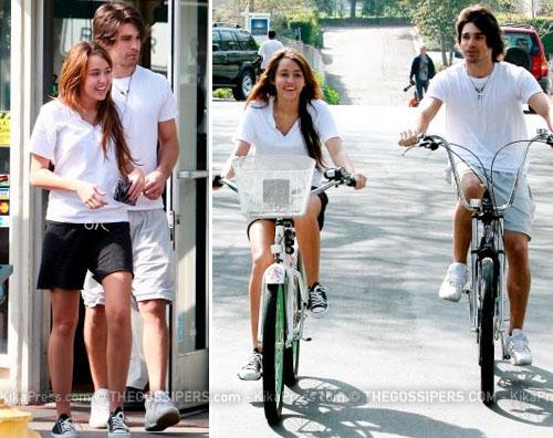mileybicii Miley in bici con Justin