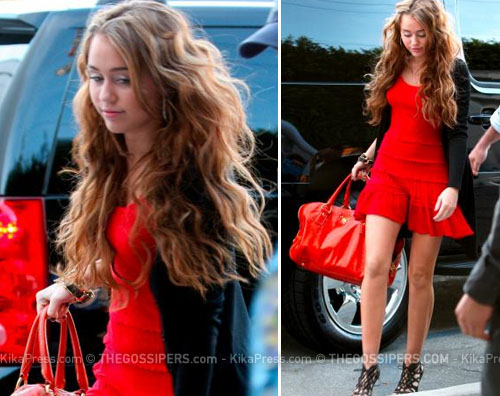 mileyrosso Miley Cyrus signora in rosso