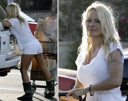 pamelonaspesa Pamela va a fare la spesa