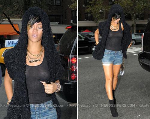 rihannapiercing Rihanna mostra il piercing