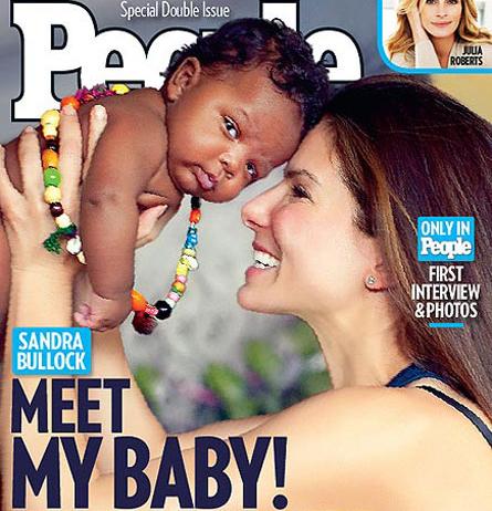 sandy baby Sandra Bullock presenta il piccolo Louis