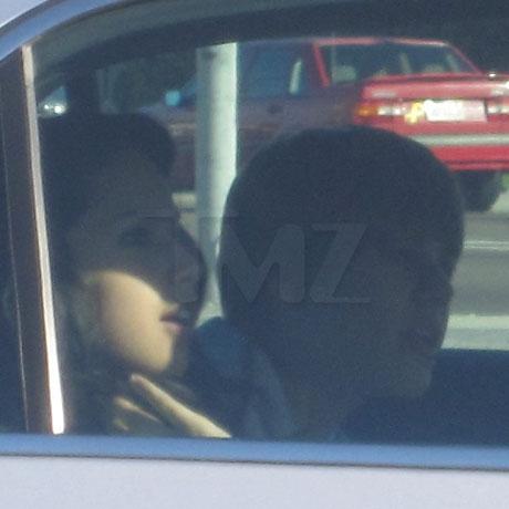 bieber car 0001 Layer 1 copy full Justin Bieber bacia Jasmine in auto!