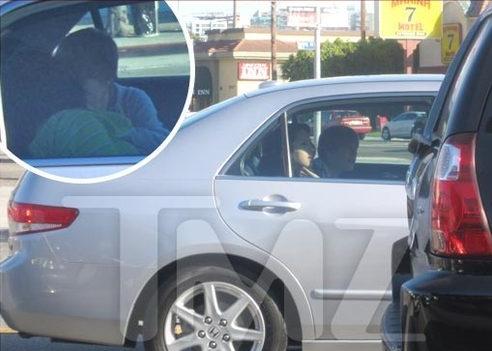 justinbieberbacio Justin Bieber bacia Jasmine in auto!