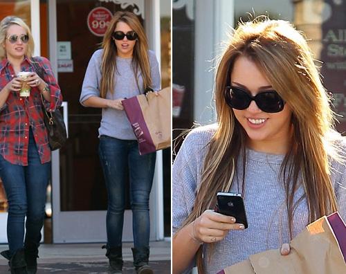 miley iphone friends Miley Cyrus: commissioni mattutine con unamica