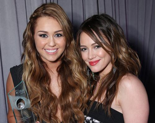 duff miley Hilary Duff premia Miley Cyrus