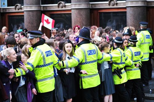 liverpool justin Justin Bieber scatena il caos a Liverpool
