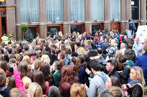 liverpool justin2 Justin Bieber scatena il caos a Liverpool