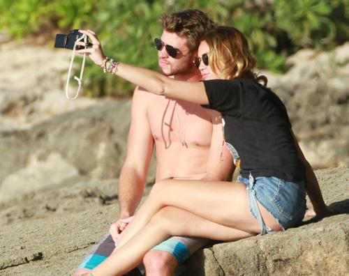 miley liam hawaii1 Miley Cyrus alle Hawaii con Liam