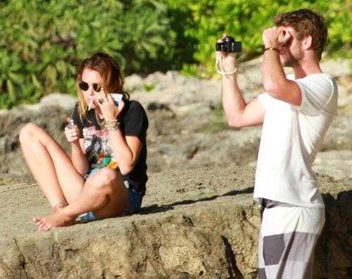 miley liam hawaii3 Miley Cyrus alle Hawaii con Liam