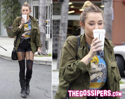 miley starbucks Miley Cyrus si fa notare da Starbucks