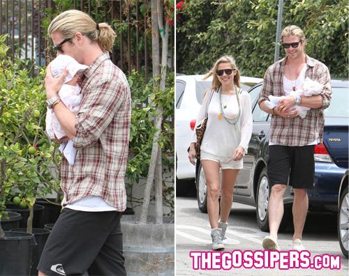 kikapress17 Chris Hemsworth, che bel papà!