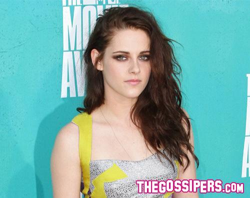 kikapress18 Kristen Stewart ha tradito Robert Pattinson?