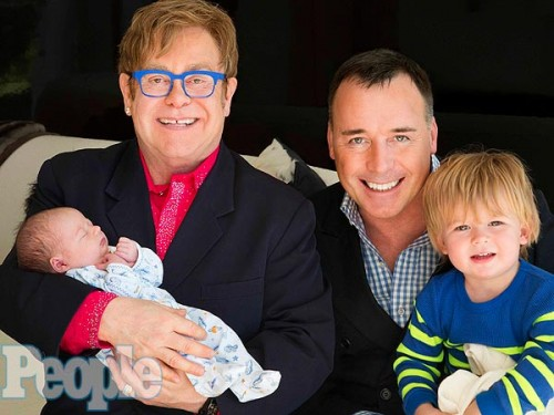 elton john 600x450 500x375 Elton John presenta il piccolo Elijah Joseph Daniel