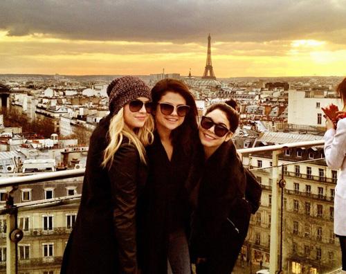 springparigggi Le ragazze di Spring Breakers a Parigi