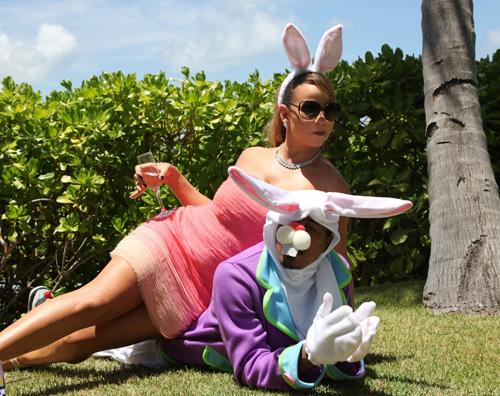 mariah coniglio Mariah Carey è una sirena in piscina