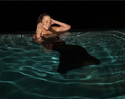 mariah Mariah Carey è una sirena in piscina