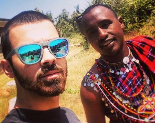 joejonas Joe Jonas è un volontario in Africa