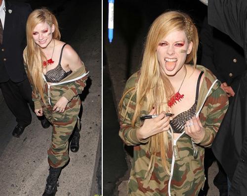 Avril Lavigne Matrimonio In Nero : Avril lavigne sposa dark abito di tulle nero per le nozze foto