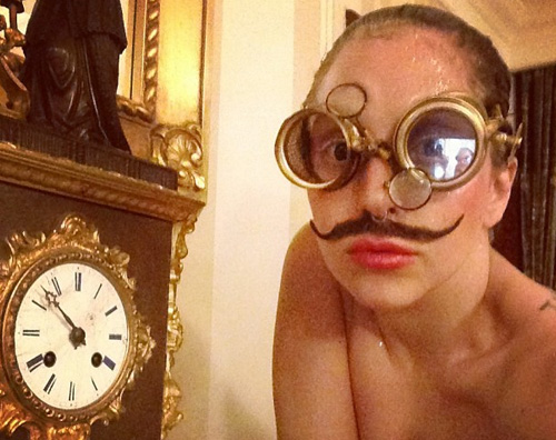 gaga1 Lady Gaga torna alle stranezze