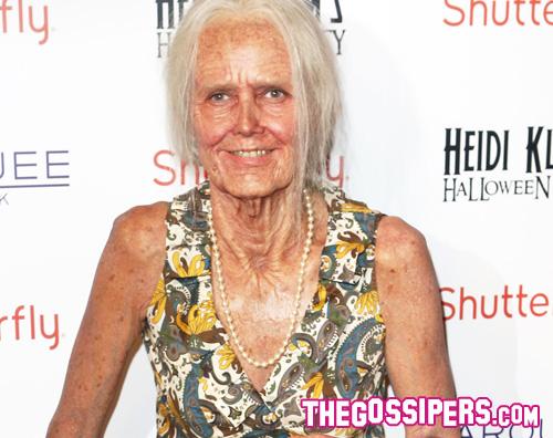 klume Heidi Klum diventa una vecchietta per Halloween